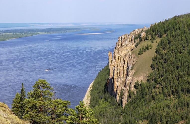 Река Лена и Ленские столбы