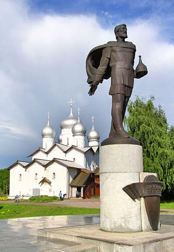 Памятник Александру Невскому в Великом Новгороде