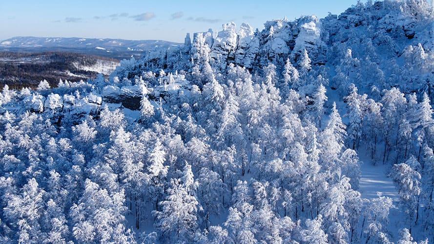Хребет Уралтау в снегу